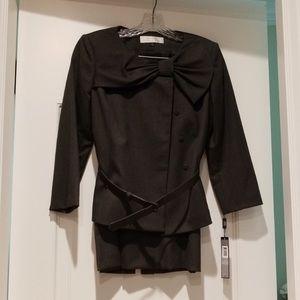 Gorgeous Tahari 2pc skirt suit! Bow jacket!